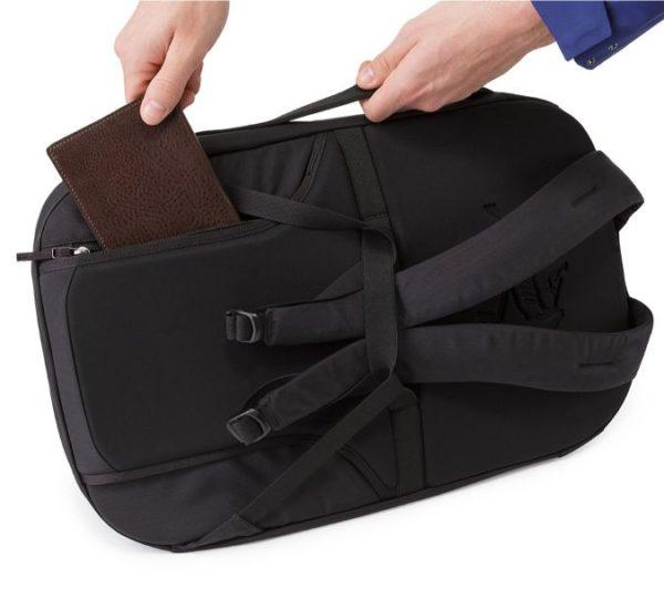 LEAF_Program_ARCTERYX_Blade_28_Backpack_Black_Back_Panel_Pocket
