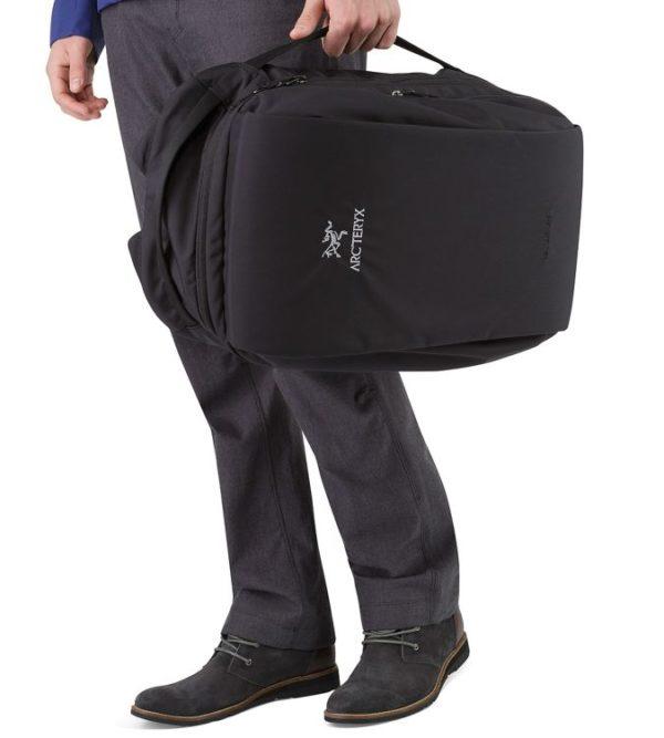 LEAF_Program_ARCTERYX_Blade_28_Backpack_Black_Side_Handle